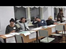 Embedded thumbnail for Члены УИК готовы мочиться прямо на избирательном участке