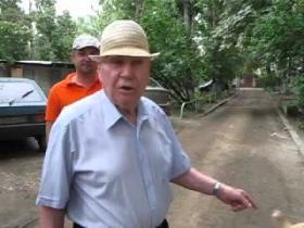 Embedded thumbnail for Жители Шелковичной возмущены состоянием внутридворовых дорог